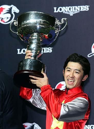 Yuichi Fukunaga, winner of the LONGINES International Jockeys' Championship, celebrates his success at the presentation ceremony.