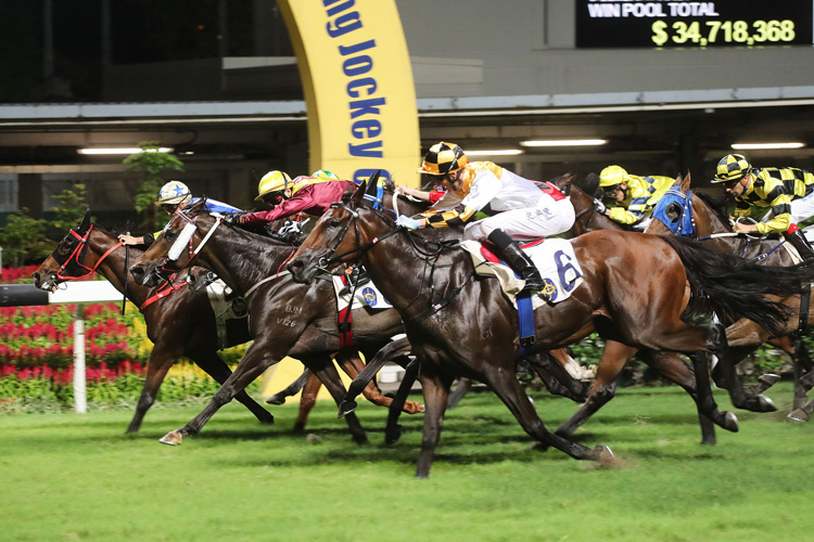 Flying Quest winning the KINGS FALCON HANDICAP