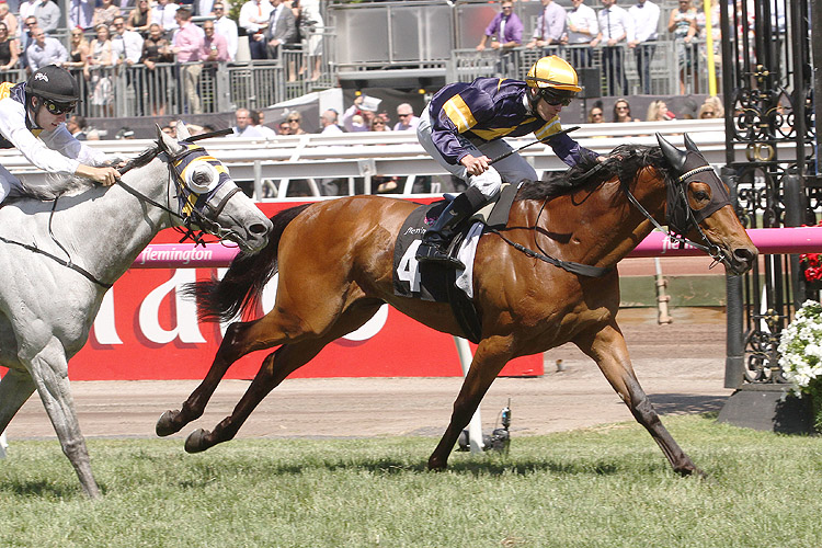 Vengeur Masque winning the Queen Elizabeth Stakes