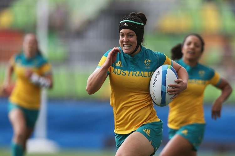 SHARNI WILLIAMS of Australia carries the ball during the Women's rugby match against the United States on Rio 2016 Olympic Games at Deodoro Stadium in Rio de Janeiro, Brazil.
