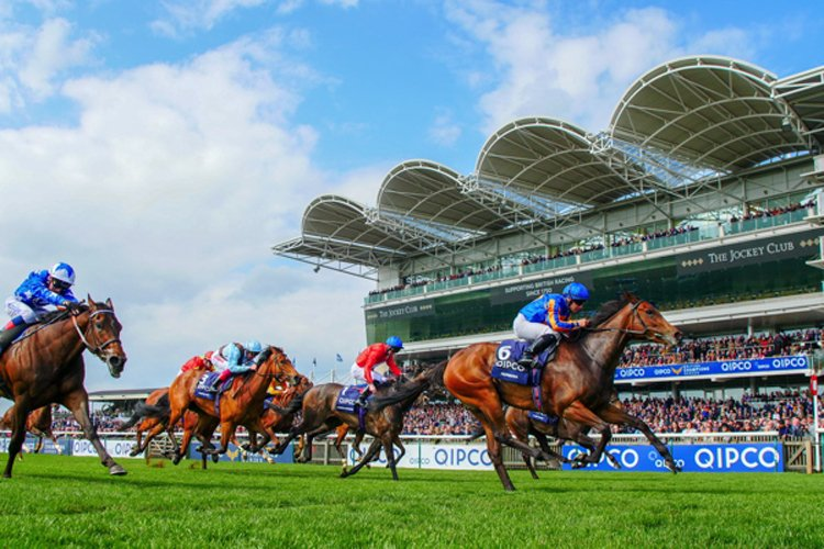 Hermosa winning the Qipco 1000 Guineas Stakes (Fillies' Group 1)