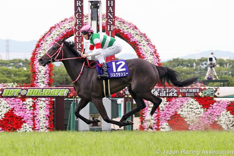 LYS GRACIEUX winning the Takarazuka Kinen.