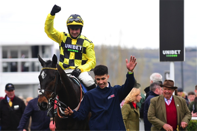 SHISHKIN parading after winning the Sky Bet Supreme Novices' Hurdle (Grade 1)