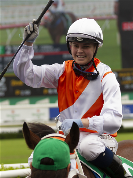 Jockey : WINONA COSTIN