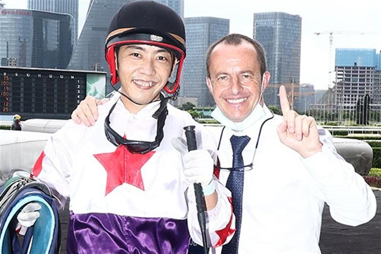 Jockey Shogo Nakano and Wayne Smith