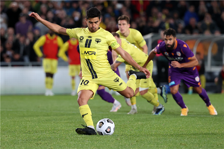 Wellington Phoenix during the A-League match between the Perth Glory at Auckland, New Zealand.