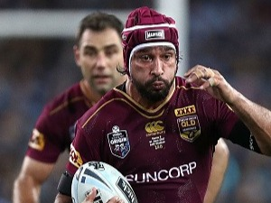JOHNATHAN THURSTON of the Maroons runs the ball during the State Of Origin series at ANZ Stadium in Sydney, Australia.  Photo by Ryan Pierse/Getty Images