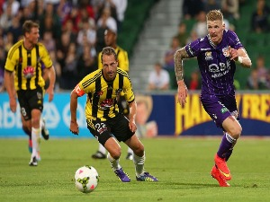 ANDREW DURANTE of the Phoenix runs onto the ball against Andy Keogh of the Glory during theA-League match between Perth Glory and Wellington Phoenix at nib Stadium in Perth, Australia.