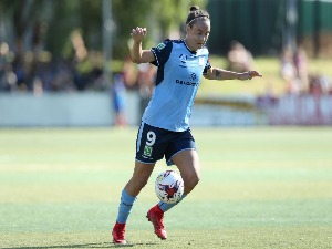 CAITLIN FOORD of Sydney controls the ball during the W-League match between Sydney FC and the Western Sydney Wanderers at Seymour Shaw on Sydney, Australia.