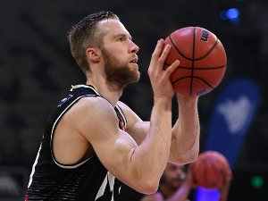 DAVID BARLOW of United warms up during the NBL match between Melbourne United and the Cairns Taipans at Hisense Arena in Melbourne, Australia