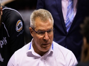 Coach of Melbourne, DEAN VICKERMAN speaks to players during a timeout during the NBL match between the Illawarra Hawks and Melbourne United at Wollongong Entertainment Centre in Wollongong, Australia.