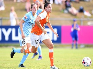 EMILY GIELNIK of the Roar dribbles the ball during the W-League Semi Final match between the Brisbane Roar and Melbourne City at Perry Park in Brisbane, Australia.