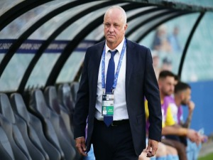 Sydney FC coach GRAHAM ARNOLD looks on during the AFC Asian Champions League match between Sydney FC and Suwon Bluewings at Allianz Stadium in Sydney, Australia.