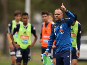 JEAN PAUL DE MARIGNY gives instructions during a Melbourne Victory A-League training session at Gosch's Paddock on Melbourne, Australia.