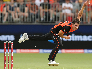 JHYE RICHARDSON of the Scorchers bowls during the Big Bash League match between the Perth Scorchers and the Adelaide Strikers at Optus Stadium in Perth, Australia.