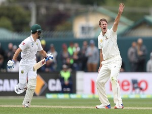 JOE MENNIE of Australia appeals unsuccessfully for the wicket of Stephen Cook of South Africa during the Second Test match between Australia and South Africa at Blundstone Arena in Hobart, Australia.