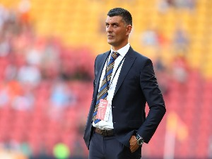 Roar coach JOHN ALOISI looks on during the round five A-League match between the Brisbane Roar and the Central Coast Mariners at Suncorp Stadium in Brisbane, Australia.
