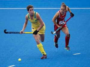 KATHRYN SLATTERY of Australia and Alyssa Manley of the USA during the FIH Women's Hockey Champions Trophy 2016 match between United States and Australia at Queen Elizabeth Olympic Park in London, England.