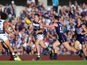 LINCOLN MCCARTHY of the Cats handballs during the AFL match between the Fremantle Dockers and the Geelong Cats at Domain Stadium in Perth, Australia.