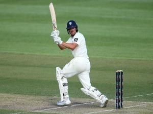 MOISES HENRIQUES of NSW bats during the Sheffield Shield match between New South Wales and Victoria at North Sydney Oval in Sydney, Australia.