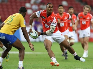 SEMISI MASIREWA of the Sunwolves plays a pass during the Super Rugby match between Sunwolves and Bulls at the SNS in Singapore.