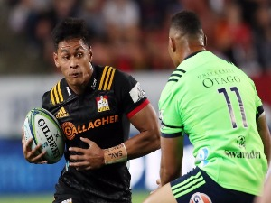 SOLOMON ALAIMALO (L) looks to beat the tackle of Highlanders Tevita Li (R) during the Super Rugby match between the Chiefs and the Highlanders at FMG Stadium in Hamilton, New Zealand.