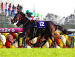 LYS GRACIEUX winning the Queen Elizabeth II Cup at Kyoto in Japan.