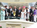 HRH The Queen presents the 2018 Diamond Jubilee Stakes trophy