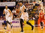 JOSH BOONE of Melbourne controls the ball during the NBL match between the Illawarra Hawks and Melbourne United at Wollongong Entertainment Centre in Wollongong, Australia.