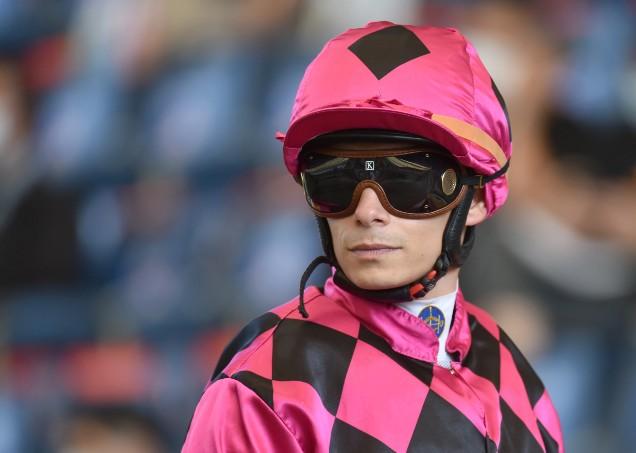 巴度於2007年榮膺法國冠軍見習騎師。